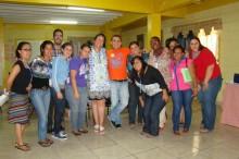 Josie Ramos con miembros del equipo GOJoven Honduras en el taller de incidencia en mayo, 2013 (haga clic para ampliar)