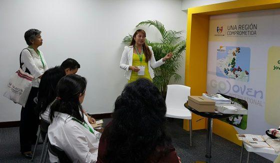 Eva Burgos, Directora Ejecutiva de GOBelize, presenta el Modelo GOJoven en nuestro Stand conjunto con la Iniciativa IBP en el Mercado de Ideas.